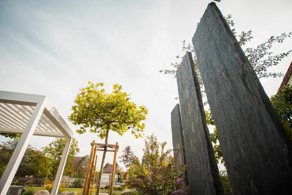 Steindekoration im Garten