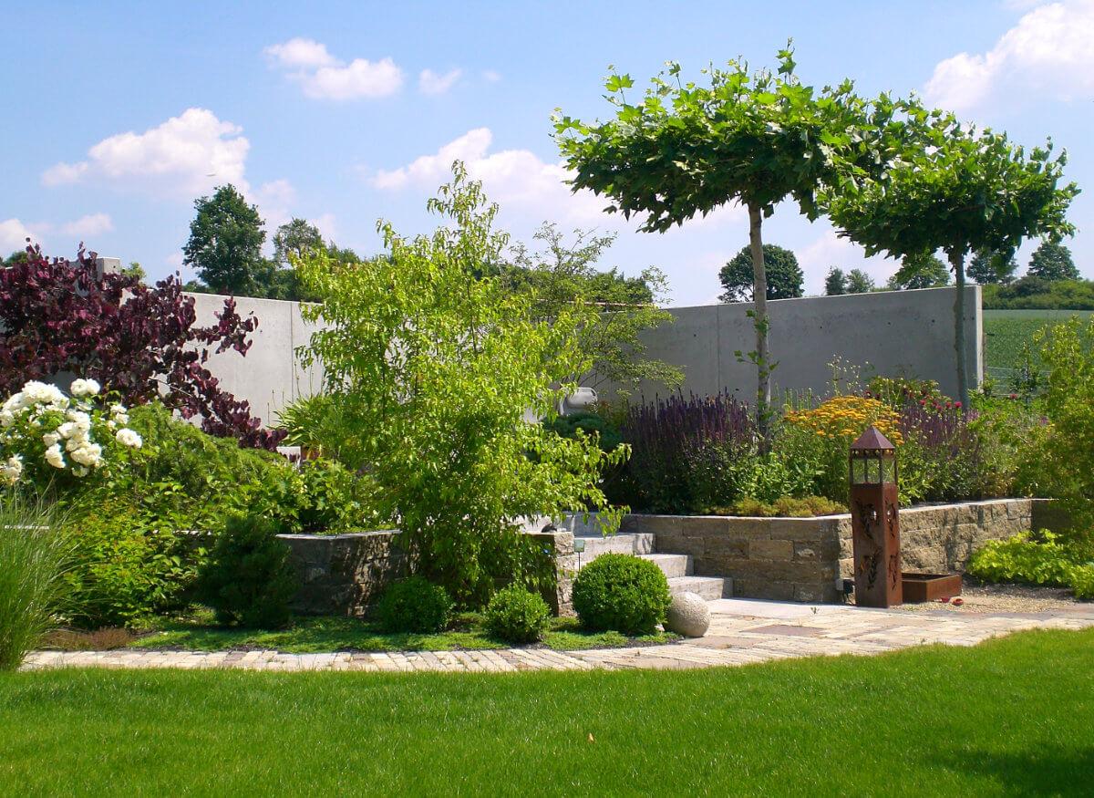 Gartengestaltung mit Betonmauer